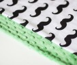 Poduszka wąsy z zielonym Minky