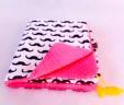 Kocyk wąsy z różowym Minky