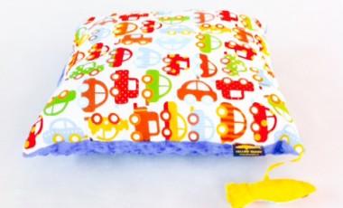 Poduszka autka z niebieskim Minky